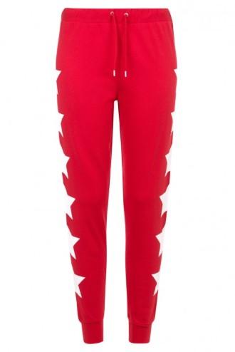 pantalon rojo con estrellas