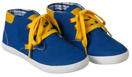 Color azul zapatos de niño