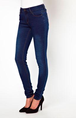 Hermosos jeans de mujer en tiro alto