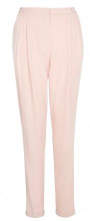 Rosa en pantalones de mujer con color