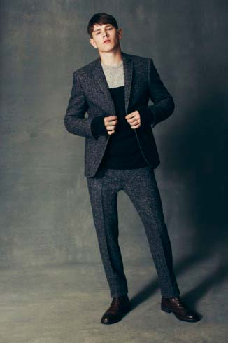 Elegante traje de hombre abrigado