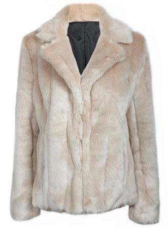 Piel sintética en chaqueta de mujer