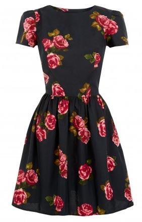 Clásico vestido de mujer con hombros y flores