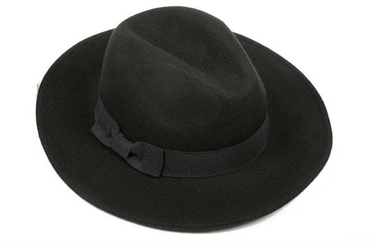 Un clásico sombrero negro