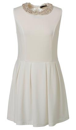 Oferta de vestido de mujer en blanco