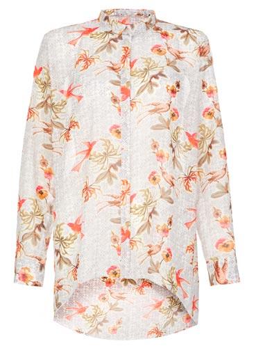 Hermosa camisa floreada de mujer