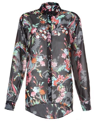 Flores en camisa de mujer