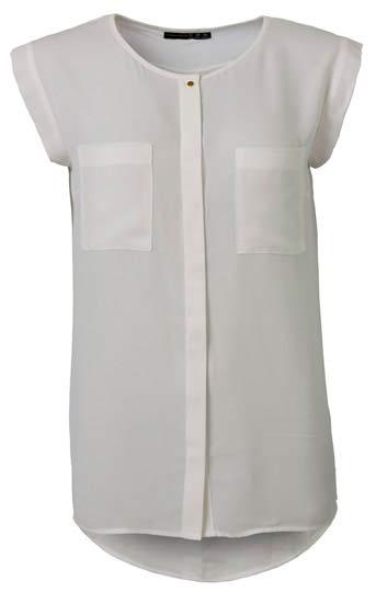 Hermosa camisa blanca con bolsillos