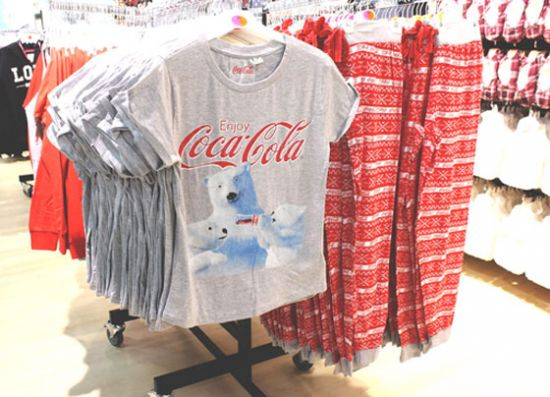 Primark pijama de invierno coca cola for Oficinas primark madrid