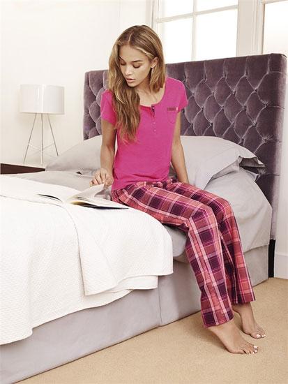 Elegante pijama rosa a cuadros