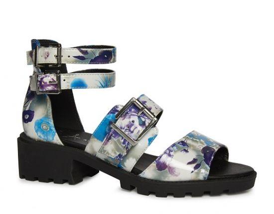 Sandalias con estilo noventero