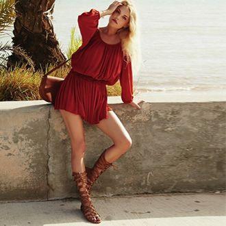 Vestido rojo y sandalias
