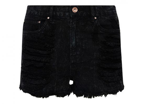 short negro desgastado