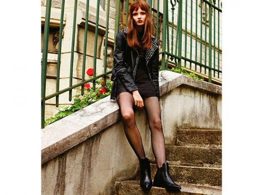 Botas, flada, medias y chaqueta negras