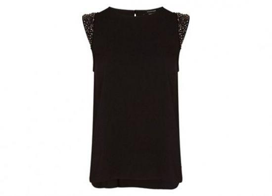 Camiseta negra con detalle en hombros