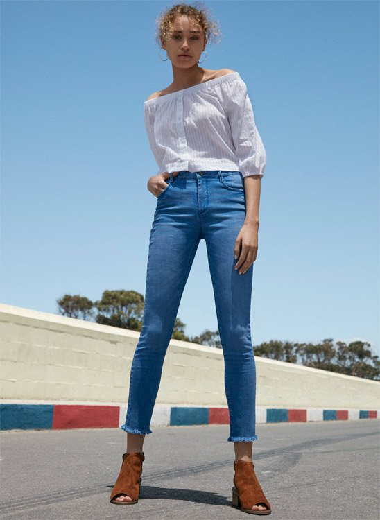 Look Primark jean y blusa campesina