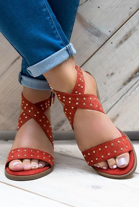 sandalias planas rojas