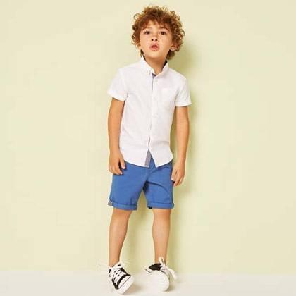 Camisa blanca niño Short azul Primark