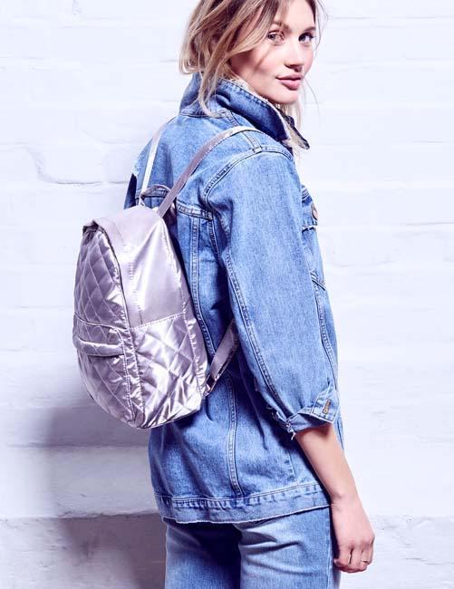 mochila de mujer plateada Primark