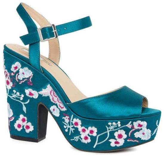 Elegantes zapatos turquesa estampados