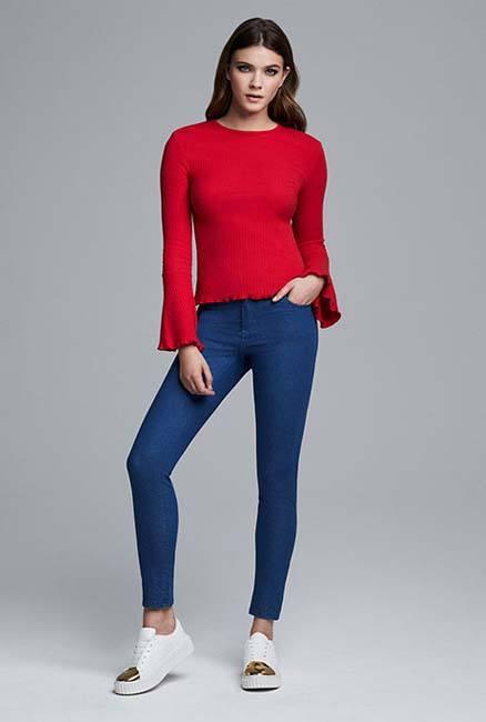 Blusa roja de mujer en Primark
