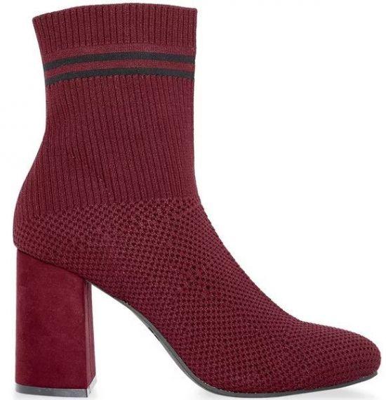 Botas rojas con tacón tejidas