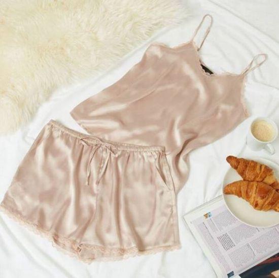 Lencería moderna, set de pijama de seda