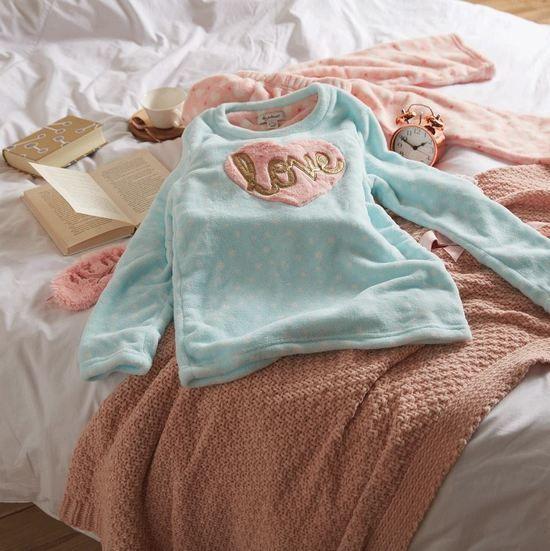 pijama love de mujer en caja de regalo