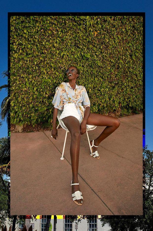 camisa con estampado floral primark pantalon corto blanco de talle alto mujer primark gafas de sol
