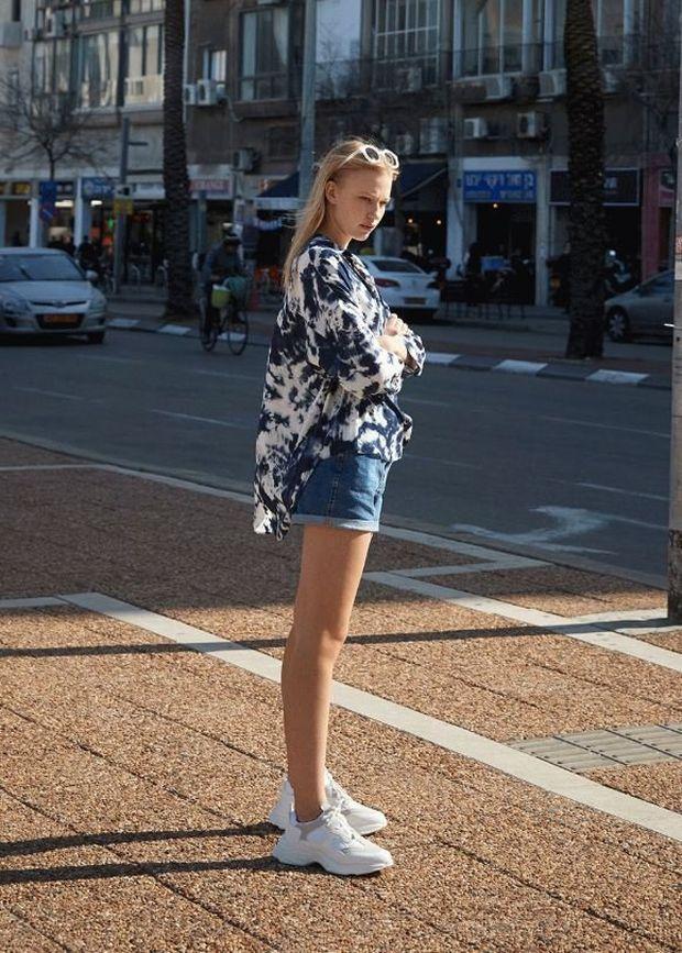 camisa tie dye primark shorts vaqueros deportivas gruesas mujer