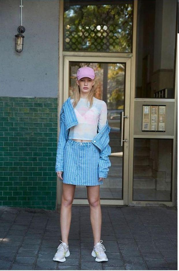 chaqueta vaquera a rayas primark falda vaquera a rayas mujer camiseta tie dye gorra rosa primark mujer