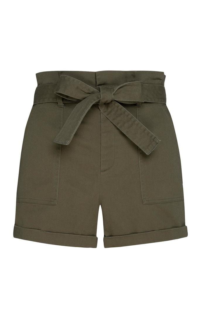 Pantalón corto Primark con cintura «Paperbag» en color caqui