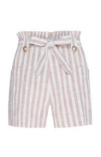 Pantalón corto de talle alto en color beige a rayas