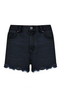 Pantalón corto deshilachado de talle alto negro