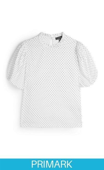 Camisa blanca con lunares y mangas abombadas en Primark
