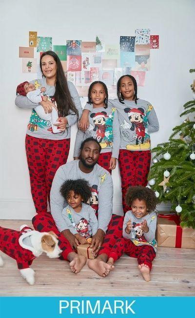 Familia en pijamas de Mickey Mouse en Primark