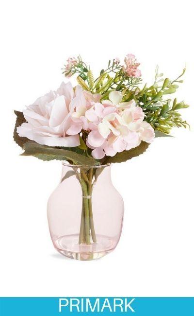 Jarrón grande de vidrio rosa con flores sintéticas Primark