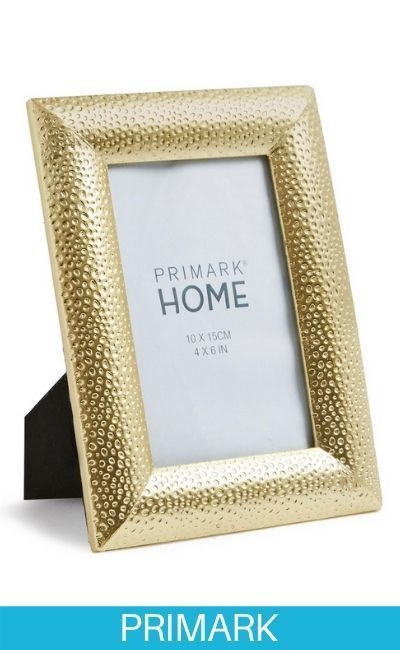 Marco dorado con decoración repujada de 4 x 5 pulgadas Primark